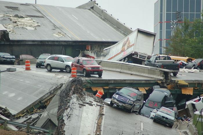 I35W-bridge-collapse-800px
